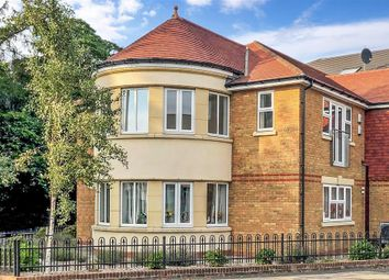 2 bed flat for sale in Chaldon Road, Caterham, Surrey CR3