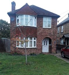Thumbnail 3 bed detached house to rent in Furlong Road, Bourne End