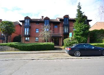 Thumbnail 1 bed flat to rent in Midhope Road, Woking