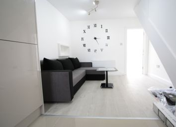 Thumbnail 3 bed flat to rent in Meadow Road, London