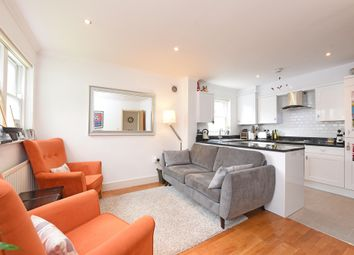 Thumbnail 2 bedroom flat to rent in Sunnyhill Road, London