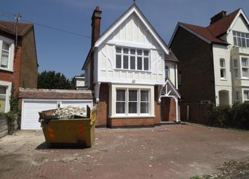 Thumbnail 6 bed detached house to rent in Kilworth Avenue, Southend