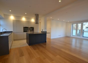 3 bed flat to rent in Avenue Road, St John's Wood, London NW8