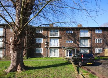 Thumbnail 2 bed flat for sale in Oakway, Crawley