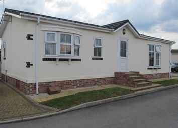 Thumbnail 2 bedroom mobile/park home for sale in Mount Pleasant Park, Alcaster Malbis, York, Yorkshire (Ref 4735)