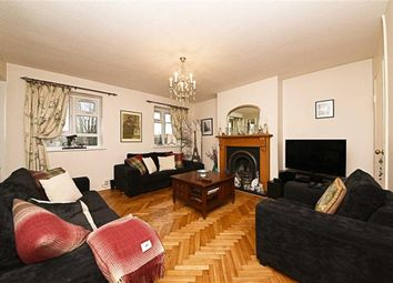 Thumbnail 3 bedroom flat for sale in High Road, North Finchley, London