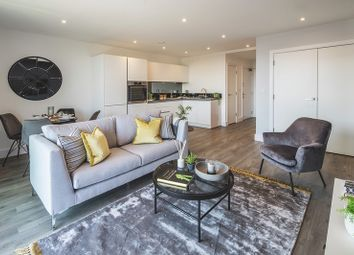 Charter Square, High Street, Staines Upon Thames TW18. 2 bed flat for sale