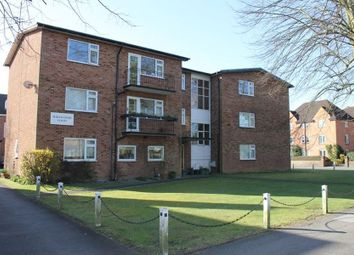 Thumbnail 2 bed flat to rent in Penn Road, Beaconsfield