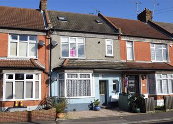 Thumbnail 2 bed flat to rent in Glendale Gardens, Leigh-On-Sea, Essex
