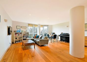 Thumbnail 3 bed flat to rent in Arnhem Place, Canary Wharf, London