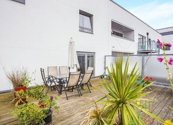 Loates Lane, Watford WD17. 2 bed flat for sale