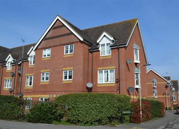 2 bed flat to rent in Harbury Court, Newbury RG14
