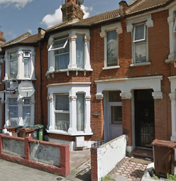 Thumbnail Flat to rent in Fanshawe Avenue, Barking