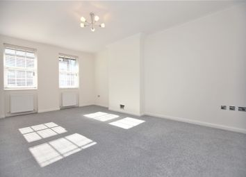 Thumbnail 4 bedroom flat to rent in Finchley Lane, London