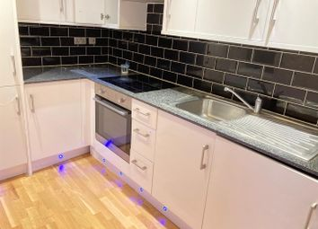 2 bed flat to rent in Walworth Road, London SE17
