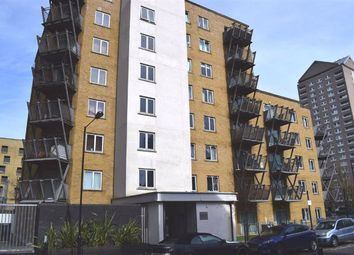 3 bed flat to rent in Hutchings Street, Canary Wharf, London E14