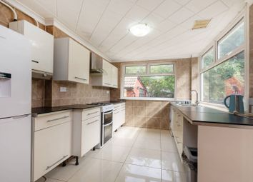 4 bed bungalow to rent in Rural Way, Tooting, London SW16