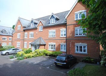 Thumbnail 2 bed flat for sale in Sunninghill Road, Sunninghill, Ascot