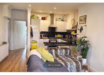 3 bed flat to rent in Thurlow Park Road, London SE21