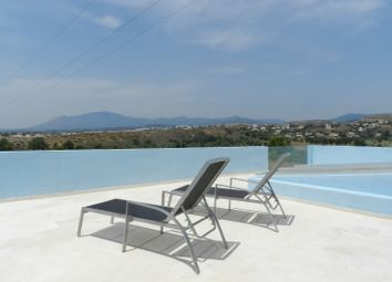 Thumbnail 4 bed villa for sale in Spain, Andalucia, Estepona, Ww326