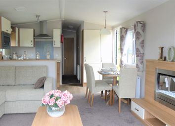 Thumbnail 2 bedroom mobile/park home for sale in Toft Hill Caravan Park, Hill Road, Great Broughton