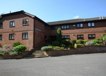 Thumbnail 2 bed flat to rent in St. Peters Avenue, Caversham, Reading