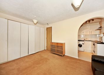 Thumbnail Room to rent in Kestrel Close, London