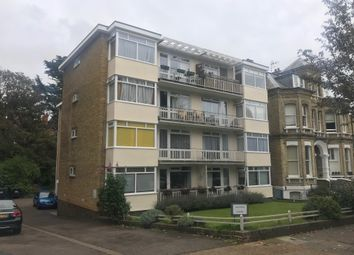 2 bed flat to rent in Eaton Gardens, Hove BN3