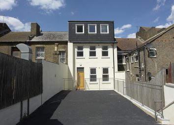 High Street, Chatham ME4. 3 bed flat for sale