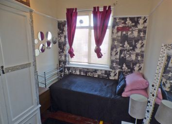Room to rent in Torrington Gardens, Boudns Green N11
