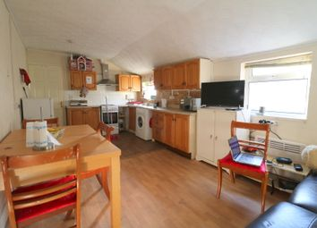 Thumbnail 1 bed flat to rent in Ampthill Road, Bedford