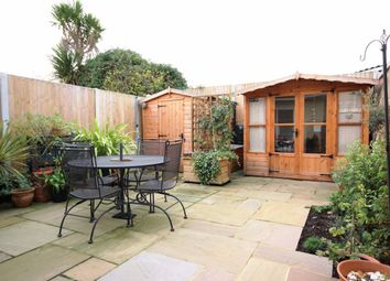2 bed property to rent in Golf Court, Golf Road, Deal CT14