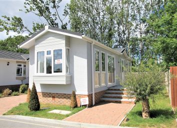 Thumbnail 2 bedroom mobile/park home for sale in Lyngfield Park, Huxtable Gardens, Maidenhead