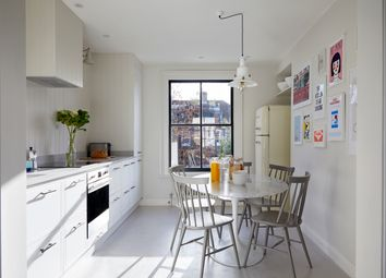 Chesterton Road, London W10. 2 bed flat for sale
