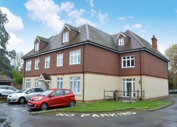 Thumbnail 1 bed flat to rent in Bonehurst Road, Horley