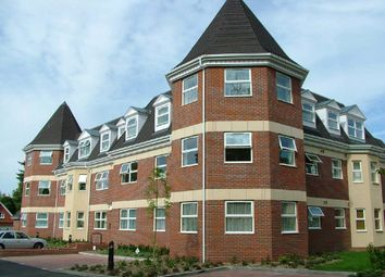 Thumbnail 2 bedroom flat to rent in Heathcote Road, Camberley