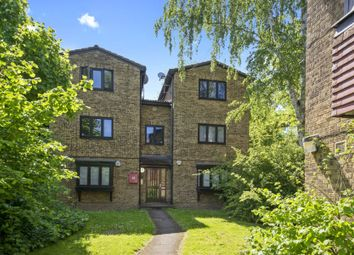 Thumbnail 2 bedroom flat for sale in Woodview Close, London