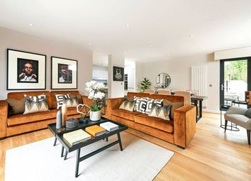 Thumbnail 3 bed flat for sale in Welcombe House, Harpenden, Hertfordshire