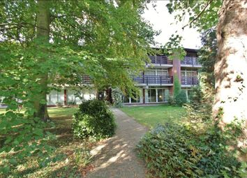 Thumbnail 3 bed flat to rent in Cavendish Avenue, Cambridge