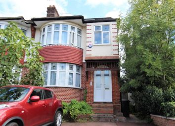 2 bed flat to rent in Chase Road, Southgate N14