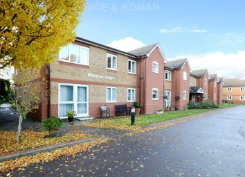 Thumbnail 1 bed flat to rent in Manor Road North, Hinchley Wood, Esher