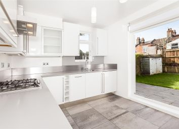 Thumbnail 2 bed flat to rent in Leghorn Road, London