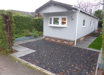 Thumbnail 1 bed mobile/park home for sale in Fangrove Park, Lyne, Chertsey