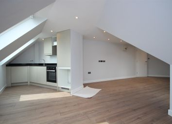 2 bed flat to rent in Old Oak Common Lane, East Acton W3