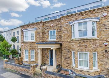 Thumbnail 2 bed flat to rent in The Roses, High Road, Woodford Green