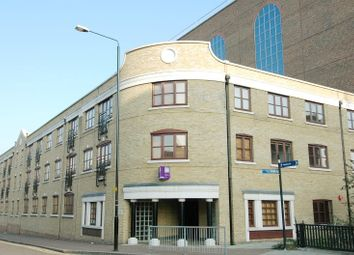 Thumbnail 3 bed flat to rent in Kingsley Mews, Wapping Lane, Wapping, London