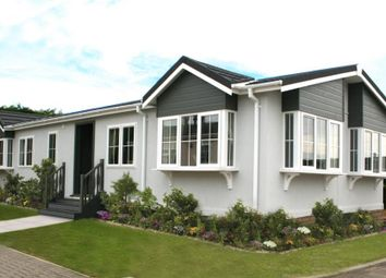 Thumbnail 2 bedroom mobile/park home for sale in Ravenswing Park, Aldermaston, Reading
