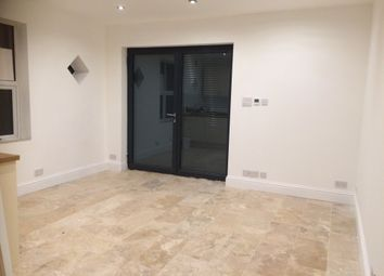 1 bed flat to rent in Leigh Road, Leigh-On-Sea SS9