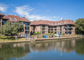 Thumbnail 2 bed flat to rent in Mariners Way, Cambridge