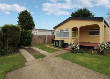 2 bed mobile/park home for sale in Briar Bank Park, Wilstead MK45